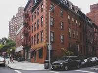 parcurile vehiculelor lângă clădire - Cartierul de vest. Chelsea, New York, Statele Unite