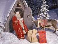 Villaggio di Babbo Natale - Babbo Natale sta leggendo una lettera