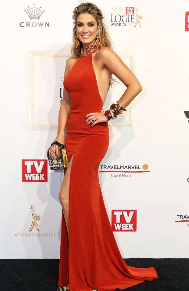 Ausztrál énekes és színésznő-delta goodrem - m (7×11)
