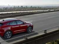 Jaguar E-Pace - хубавият SUV отговаря на името си Jaguar