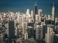 fotografie aeriană a clădirilor orașului lângă corpul de apă - Chicago și Lacul Michigan. Chicago, Statele Unite