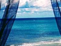 tenger a Gargano Olaszország - kilátás nyílik a tengerre a Gargano Puglia -Foggia Olaszország