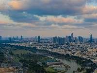 flygfoto över staden - Tel Avivs horisont och Yarkon River. Tel Aviv, Israel
