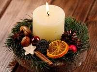 copricapo con una candela - m ......................