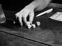 grayscale photography of person playing with dice - playing yahtzee. Saint-Baslemont, Frankrijk