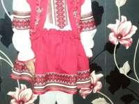 Donna rumena in costume popolare. - In occasione del 1 ° dicembre, la bambina vestita in costume popolare.