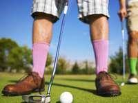 alacsony szög fotó az ember golfozik, nappali