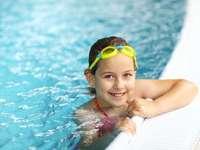 im Pool schwimmen lernen - m. /////////////////// ...........