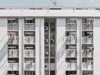 foto architettonica di edificio bianco - Questa è casa, davvero Dove so di dover essere  -. Singapore