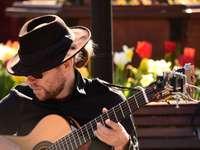 man spelar gitarr - Pier 39, San Francisco, USA