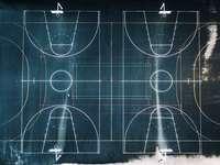 grüner und weißer Basketballplatz in der Draufsichtfotografie