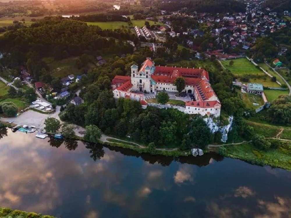 Изглед - Хубав замък в Тинец на брега на реката (10×8)