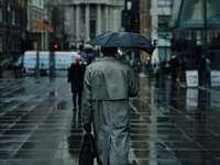 brązowy trencz męski - Londyn, Wielka Brytania