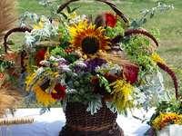 λουλούδια πεδίο σε ένα καλάθι - Μ .....................