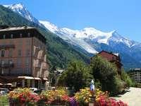 pueblo en las montañas - m ....................