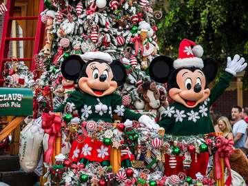 felvonulás Disneylandben