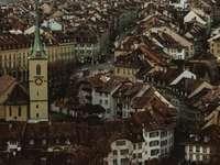flygfotografering av brunt radhus - Gamla stan i Bern. Bern, Schweiz