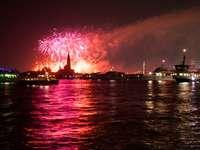 fuegos artificiales durante la noche