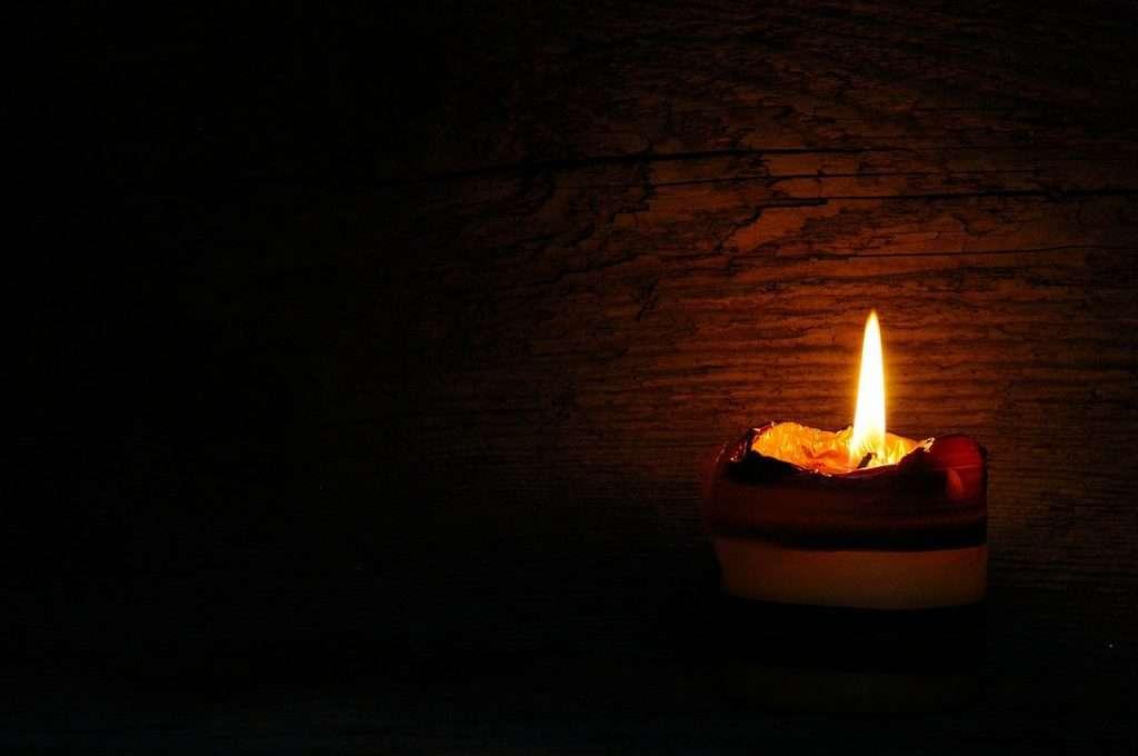 Bougie11 - Une bougie qui brille dans le noir (9×6)