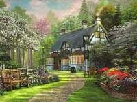 Casa de pintura na orla da floresta