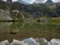 víztömeg és hegy