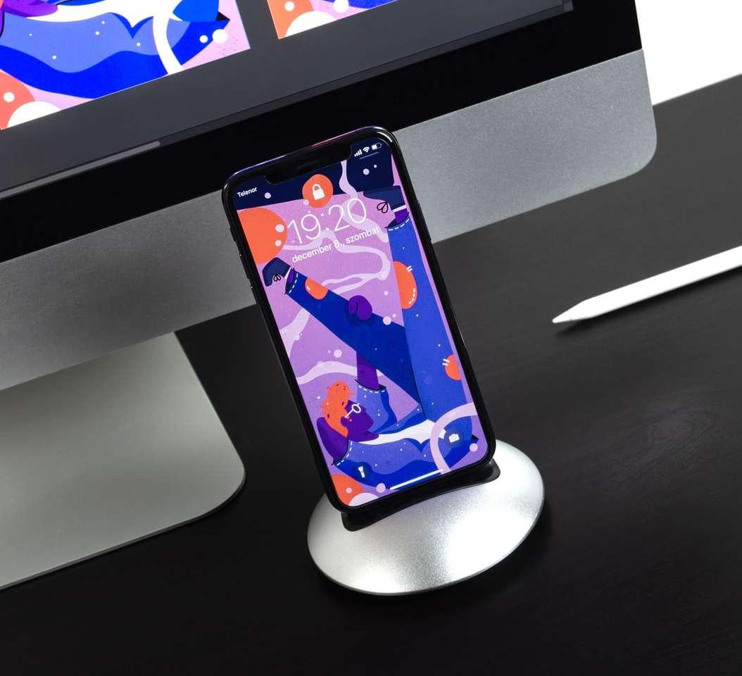 smartphone noir allumé