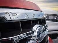 röd Ford Ranger