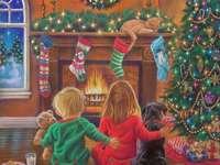 Enfants et chien à l'arbre de Noël