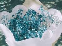 син букет цветя