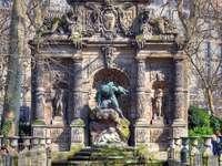 Paříž, fontána Medici ze 17. století