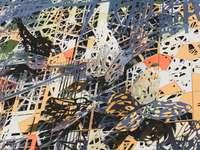 oranžová bílá a černá abstraktní malba