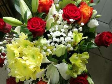 wiązanka z różnych kwiatów