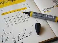 marcador preto no notebook