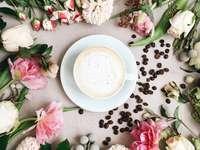 cappuccino fylld vit keramisk kaffekopp