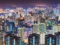 photographie aérienne de villes scape pendant la nuit