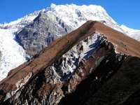 montanha coberta pela neve
