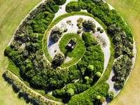 въздушна фотография на зелен остров