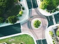 fågelperspektiv på asfaltvägen