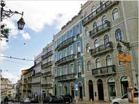 Coloridas casas de vecindad en Lisboa