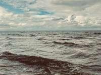 морски вълни през деня