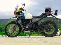 černobílý nahý motocykl
