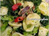 Orecchiette mit Rübenoberseiten Apulien Italien