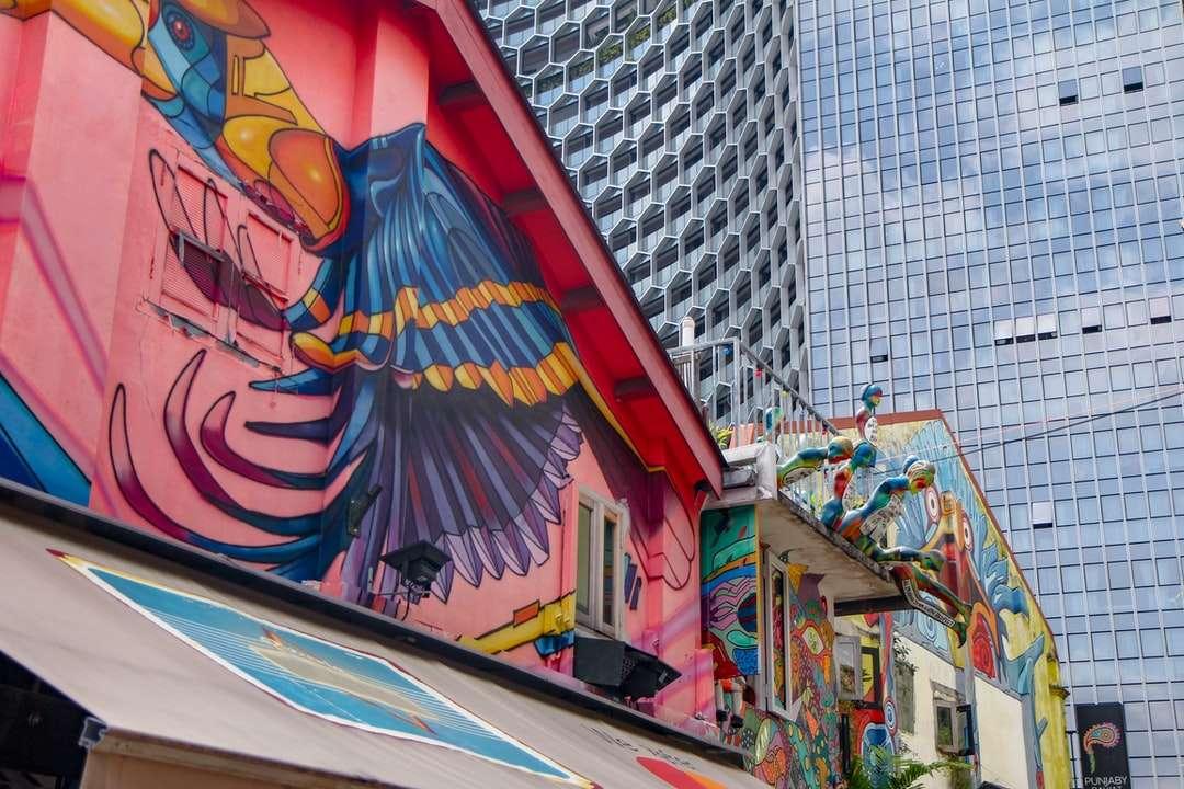 rotes gelbes und blaues Graffiti an der Wand - Haji Lane, Singapur (10×7)