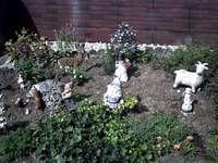 Giardino con nani e animali