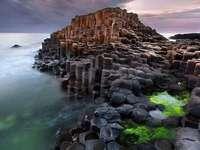 Peisaj de coastă pietros