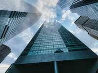 nízký úhel fotografie výškové budovy