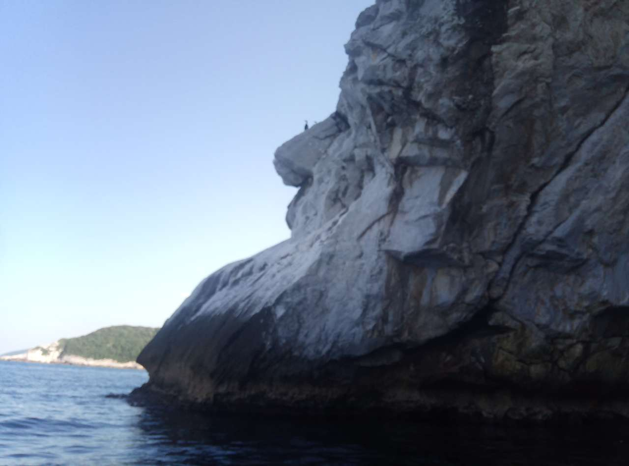 faccia di pietra - pietra e volto sotto il cielo (17×13)