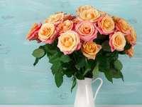 róże w dzbanku