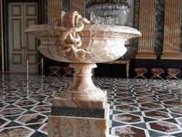 kubek alabastrowy Royal Palace of Caserta we Włoszech