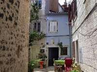 Алея, стар град на остров Крес, Хърватия